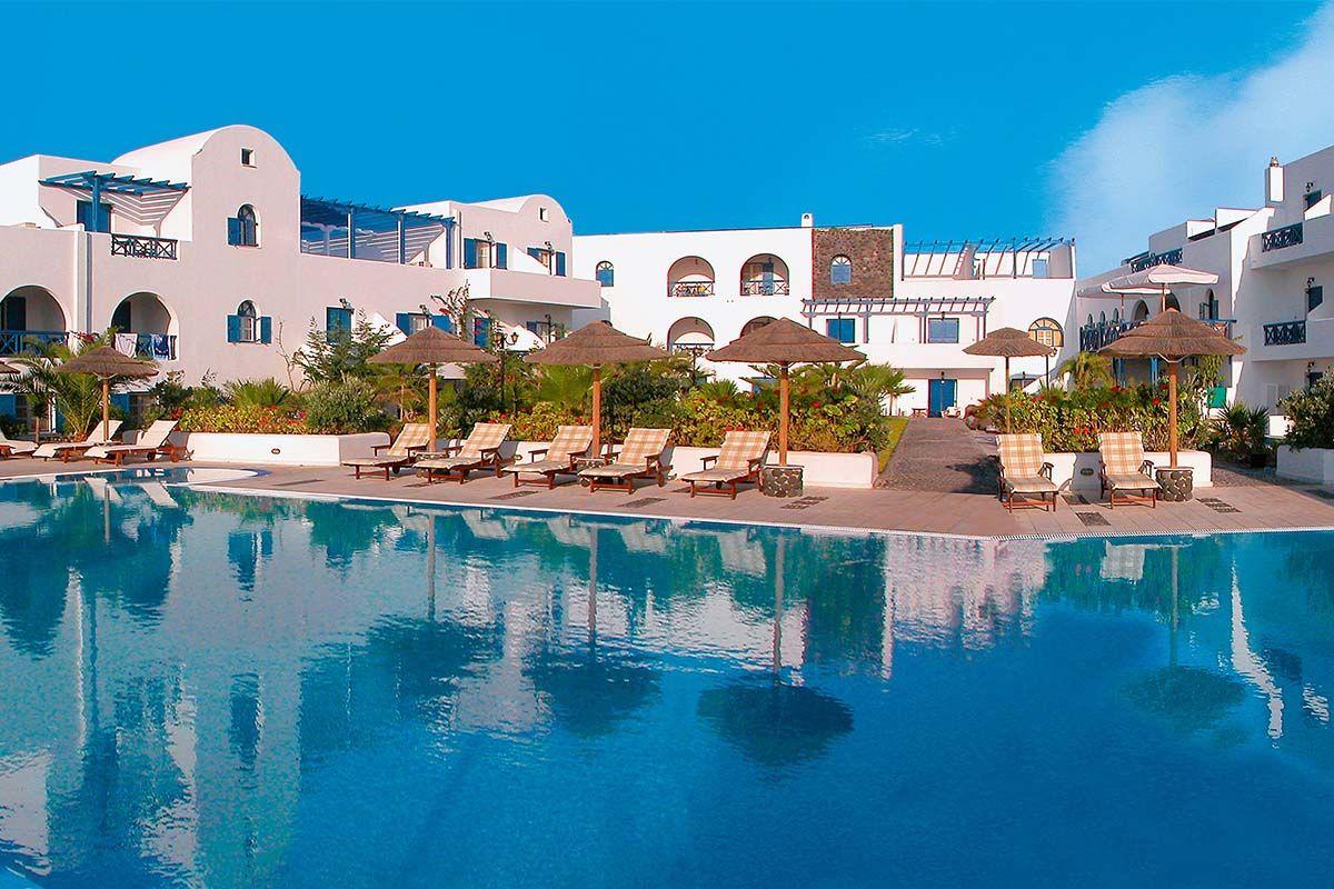 Mediterranean White 5* - arrivée Santorin